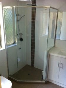 semi-frameless screen, nib wall between vanity unit