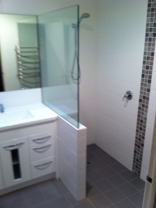 walk in shower with nib wall & 10mm screen on top